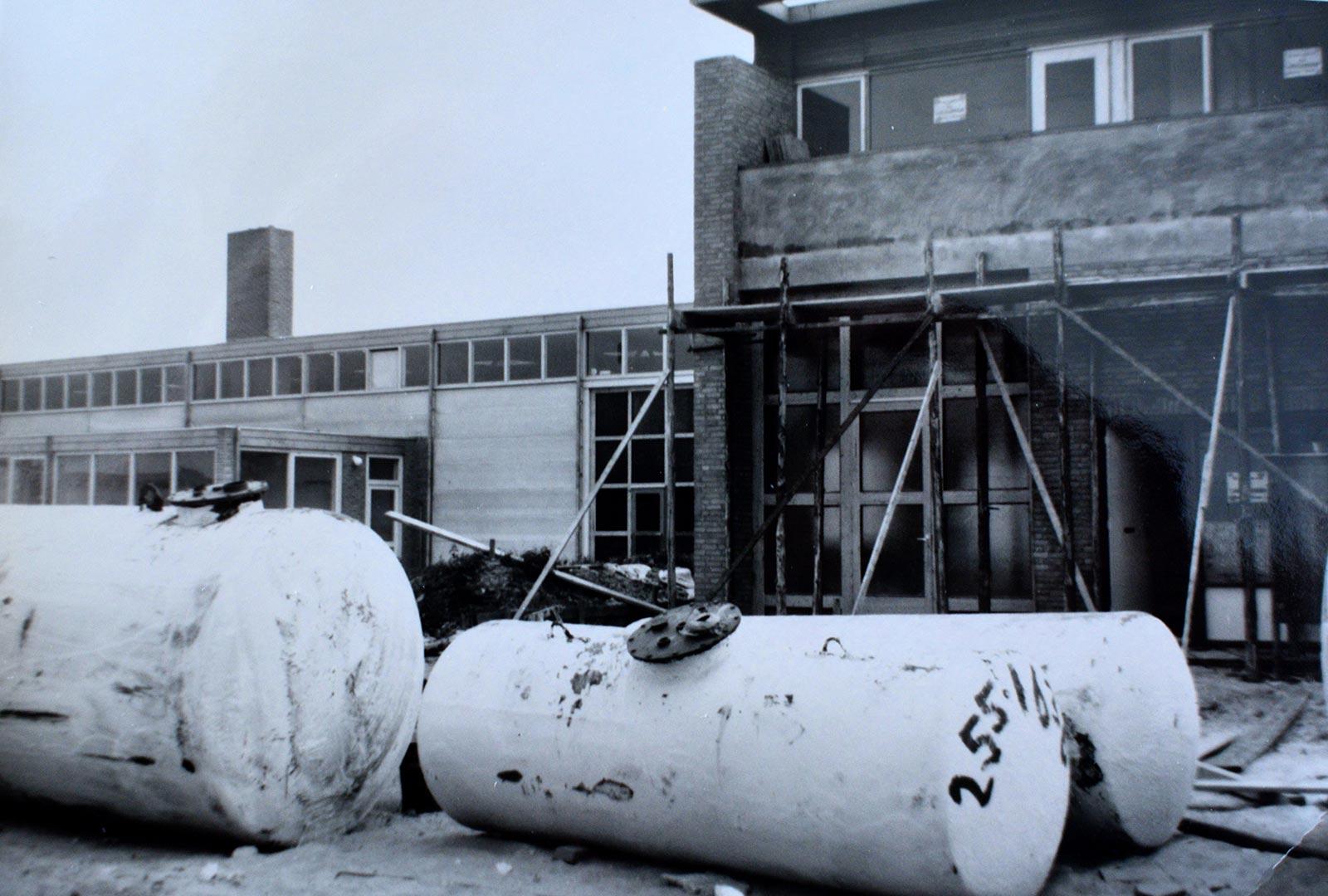 Over ons - de bouw van de garage in de F.A. Wentstraat - 1965